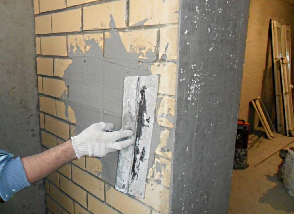 Оштукатуривание кирпичной поверхности цементным раствором бетон двор